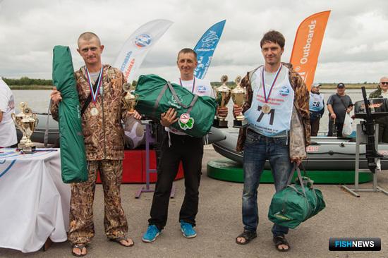 Победители «Народной рыбалки» были награждены кубками, медалями и ценными призами