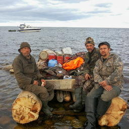 В Белом море спасли троих рыбаков с необитаемого острова. Фото пресс-центра Главного управления МЧС России по Архангельской области