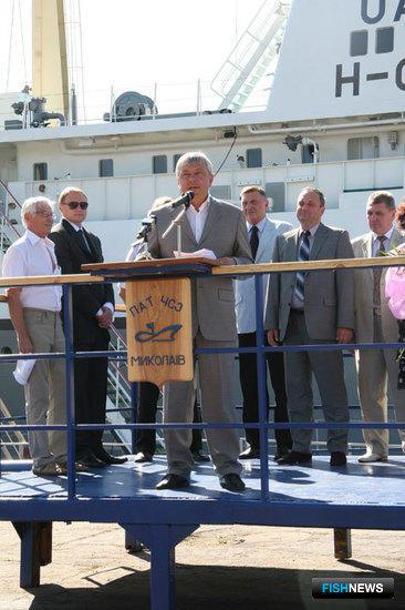 С приветственным словом обращается генеральный директор Черноморского судостроительного завода Валерий КАЛАШНИКОВ. Фото пресс-службы ЧСЗ