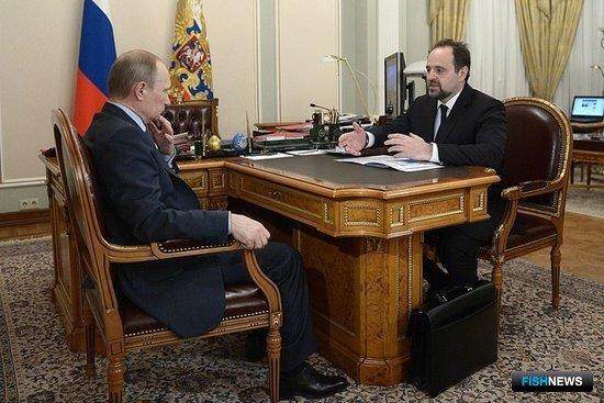 Президент РФ Владимир Путин и министр природных ресурсов Сергей Донской