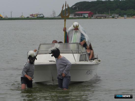 Кульминацией действа стало прибытие морского царя. Нептун со свитой приехал на катере