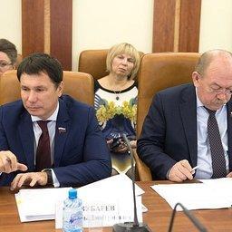 Сенаторы Игорь ЗУБАРЕВ и Геннадий ОРДЕНОВ. Фото пресс-службы СФ