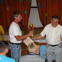 Кубок и диплом вручаются руководителю спортивной делегации ДМУ Александру КАЧАНОВУ за второе общекомандное место
