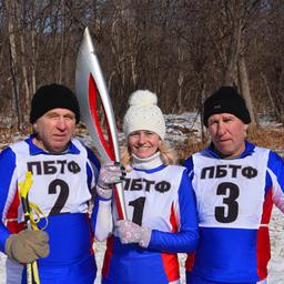 Команда-победительница рыбацкой лыжни: Борис БУДАНЦЕВ, Наталья СЕМЕНОВА и Владимир КУЗОВЛЕВ (ПБТФ)
