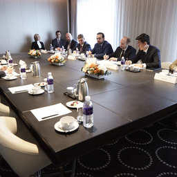 Министр РФ по развитию Дальнего Востока Александр ГАЛУШКА в Республике Корея провел встречу с президентом компании «Лотте Корпорпорэйшн» Хвангом Кагом ГЮ. Фото Минвостокразвития