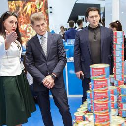 Выставку посетили губернатор Сахалинской области Олег КОЖЕМЯКО и бизнес-омбудсмен по рыбе Андрей КОВАЛЕНКО
