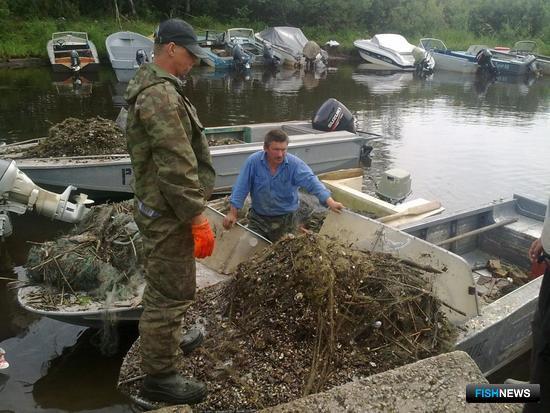 Псковское озеро освобождают от сетей. Фото – госкомитета Псковской области по природопользованию и охране окружающей среды.