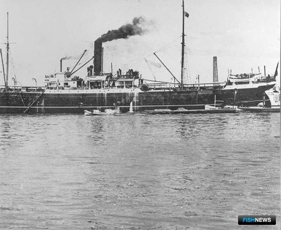 Пионер активного краболовного промысла - плавучий завод (Первый краболов)