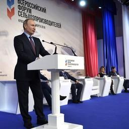 Президент Владимир ПУТИН на пленарном заседании Всероссийского форума сельхозпроизводителей. Фото пресс-службы главы государства