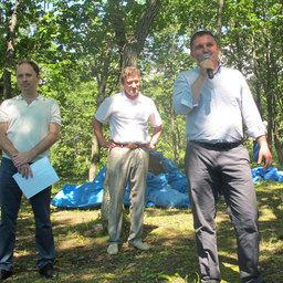 Алексадр Ефремов поздравил сотрудников с праздником