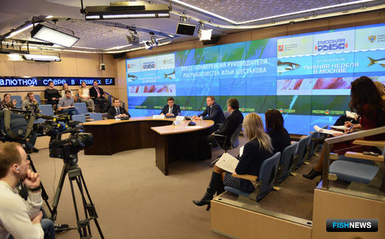 Пресс-конференция, посвященная вопросам продвижения российской рыбной продукции на отечественном рынке. Фото пресс-службы Росрыболовства.