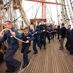 На барке началась морская практика. Фото Александра Кучерука.