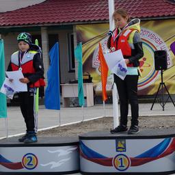 Лучшие спортсмены по итогам года получили медали и кубки. Фото пресс-службы фонда «Родные острова»