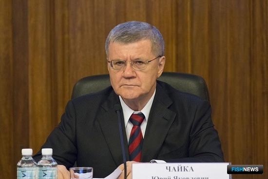 Генеральный прокурор Юрий ЧАЙКА поддержал идею по созданию рабочей группы, которая займется вопросами оценки взаимодействия рыбаков и контрольных органов. Фото пресс-службы ГП России