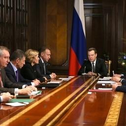Совещание вице-премьера Дмитрия МЕДВЕДЕВА со своими заместителями. Фото пресс-службы правительства РФ