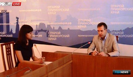Директор департамента рыбного хозяйства и водных биоресурсов Приморского края Александр Передня провел онлайн-конференцию. Фото с сайта администрации Приморья.