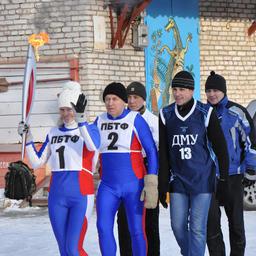 Огонь несет шестикратная чемпионка лыжни Наталья СЕМЕНОВА (ПБТФ)