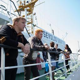Студенты Дальрыбвтуза побывали на знаменитом плавзаводе «Всеволод Сибирцев». Фото предоставлено пресс-службой ГК «Доброфлот»
