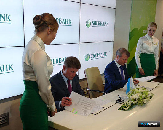 Глава Сахалинской области Олег КОЖЕМЯКО и президент Сбербанка Герман ГРЕФ подписали соглашение о создании рыбной биржи