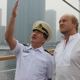 Капитан Николай Зорченко провел для гостя экскурсию по паруснику. Фото центра общественных связей Росрыболовства