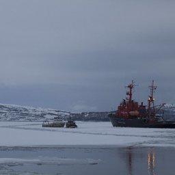 Судно-спасатель разбило ледяное поле. Фото ГТРК «Мурман».