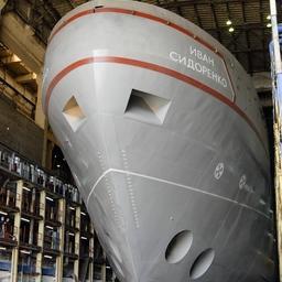 Спуск судна снабжения «Иван Сидоренко» на Амурском судостроительном заводе
