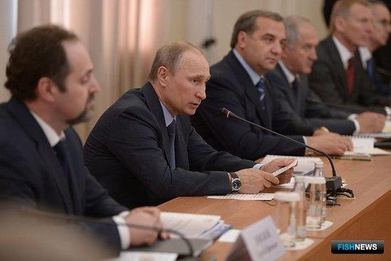 Владимир Путин провел совещание по вопросу эффективного и безопасного освоения Арктики. Фото пресс-службы Президента РФ.