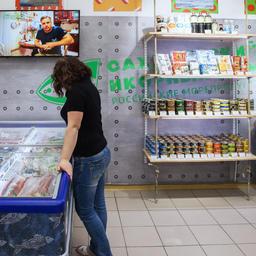 Продукция под маркой «Дикий Улов» развозится по рыбным магазинам партнерской торговой сети «Сахалинский икорный дом» в Москве и Подмосковье