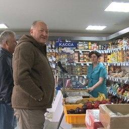 Глава региона побывал и в продовольственном магазине Озерновского. Фото пресс-службы правительства Камчатки