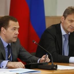 Председатель Правительства РФ Дмитрий МЕДВЕДЕВ и министр сельского хозяйства Александр ТКАЧЕВ. Фото пресс-службы кабмина