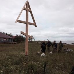 На острове Мудьюг установили поклонный крест в память о промысловиках, не вернувшихся с моря. Фото пресс-службы министерства АПК и торговли Архангельской области