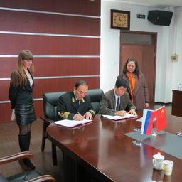 Стороны подписали договоры о сотрудничестве. Фото информационно-аналитического отдела Дальрыбвтуза.