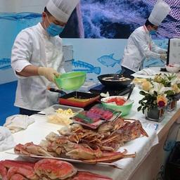 Три дня выставки в дегустационной зоне национального стенда РФ самые искусные шеф-повара угощали всех желающих блюдами европейской и азиатской кухни из российских морепродуктов