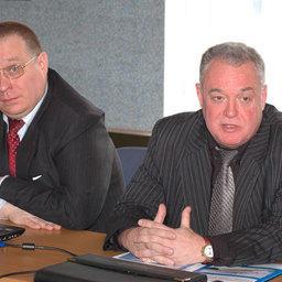 Директор КБ «Восток» Леонид ГОРБОВ (справа) во Владивостоке на встрече с рыбопромышленниками Дальнего Востока