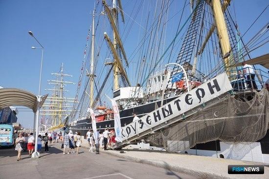 В Черноморской регате больших парусников принимает участие барк «Крузенштерн». Фото пресс-службы БГАРФ