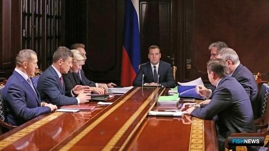 Развитие гражданского судостроения обсуждалось на встрече председателя Правительства Дмитрия Медведева с заместителями. Фото пресс-службы Правительства РФ.