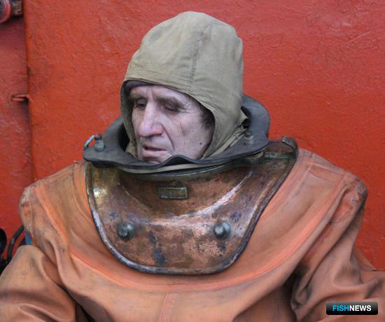 Старший водолаз Степан ПАТТЕР в костюме «три болта». Фото сделано членами экипажа