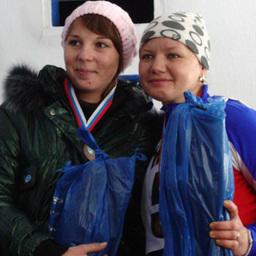 Бронзовые призеры Вера ПРИТУЛЯК (ПБТФ) и Наталья КАНАВИНА (Дальрыбвтуз)