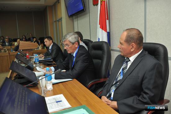 Круглый стол «Кластерный механизм как средство для устойчивого развития рыбохозяйственного комплекса» – VIII Международный конгресс рыбаков, Владивосток.