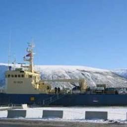 Траулер «Арктур 7777» длиной 50 метров был построен в Исландии, а приобретён в Мурманске в собственность компанией «Магеллан» из Владивостока при активном содействии «Атлантик Шиппинг»