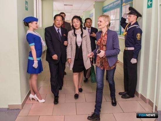 В Дальрыбвтузе побывала делегация Университета имени Ким Ир Сена во главе с ректором – министром высшего образования КНДР Тхе Хен Чхором. Фото информационно-аналитического отдела Дальрыбвтуза