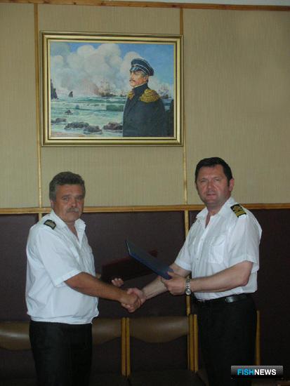 Начальник Херсонского мореходного училища Константин Стасюк и начальник Мурманского морского рыбопромышленного колледжа Валентин Жук