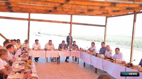 Председатель Правительства Дмитрий МЕДВЕДЕВ на встрече с работниками сельского хозяйства в Астраханской области. Фото пресс-службы кабмина