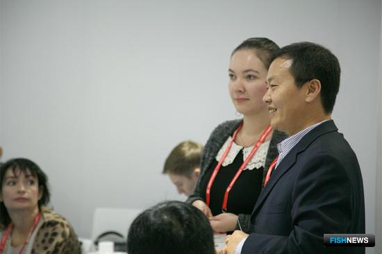Впервые в неформальной дискуссии с участием российского бизнеса и власти принял участие исполнительный директор Китайского союза предприятий по переработке и торговле морепродуктами (CAPPMA) Суи Хе
