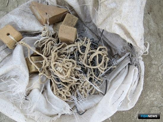 В домах у задержанных нашли браконьерские снасти. Фото пресс-службы УМВД России по Астраханской области