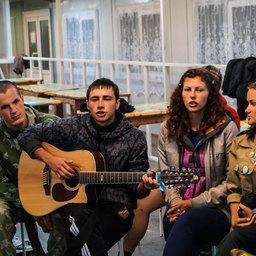 Спортивные соревнования, песни у костра и концерты для местных жителей – эта сторона жизни студотрядовцев запоминается больше всего. Фото – ПРО МООО «РСО».
