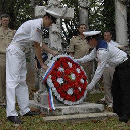 Офицеры экипажа УПС «Паллада», курсанты отдали дань памяти русскому офицеру, верой и честью служившему своему Отечеству