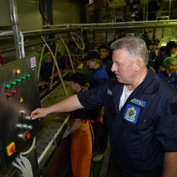 Торжественный запуск самого современного в Хабаровском крае рыбоперерабатывающего завода произвел губернатор Вячеслав ШПОРТ. Фото Валерия Спидлена