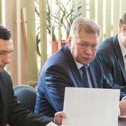 Заместитель руководителя Росрыболовства Владимир СОКОЛОВ (в центре)