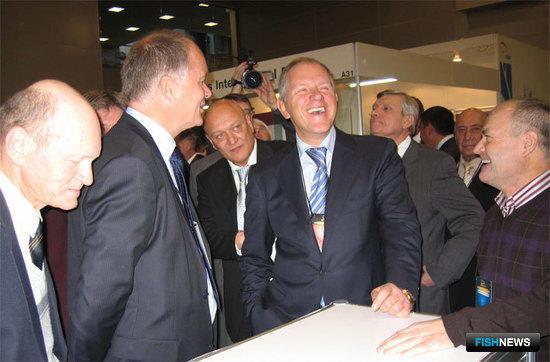 Руководитель Росрыболовства Андрей КРАЙНИЙ у стенда Техмар на выставке INTERFISH-2009
